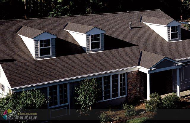 沥青瓦施工流程              对木屋顶,施工流程为:安装木屋架