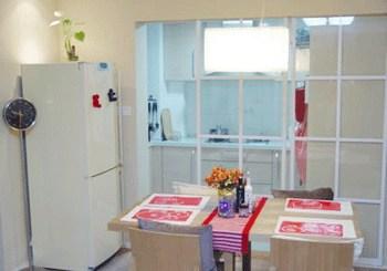 餐厅和厨房用隔断隔开