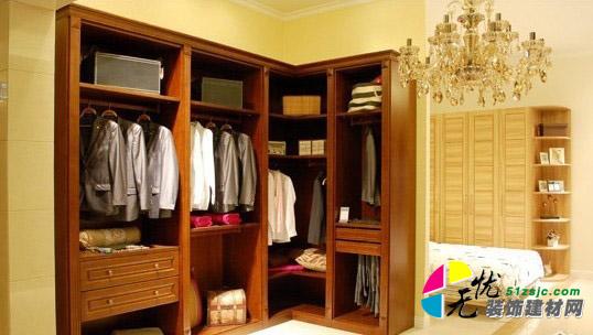 这个欧式古典风格的整体衣柜