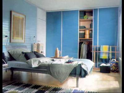 浅蓝色沙发配蓝色壁纸的图片欧式
