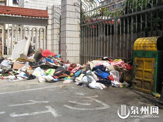 垃圾堆捡钱寻失主
